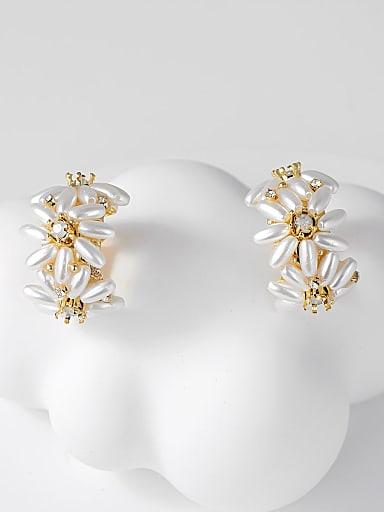 Brass Imitation Pearl Flower Trend Huggie Earring