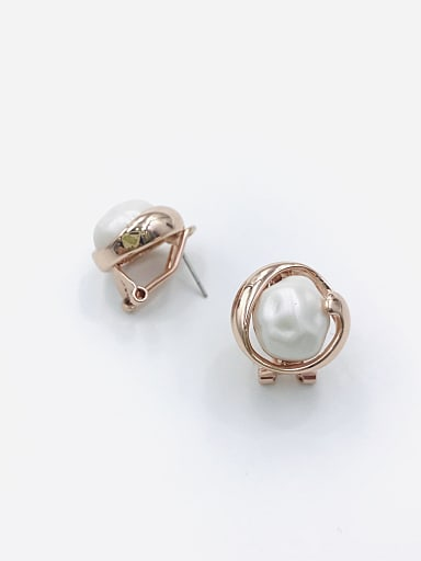 Zinc Alloy Imitation Pearl White Irregular Minimalist Clip Earring