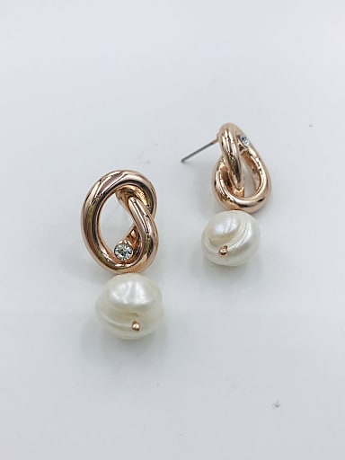 Zinc Alloy Imitation Pearl White Irregular Trend Drop Earring