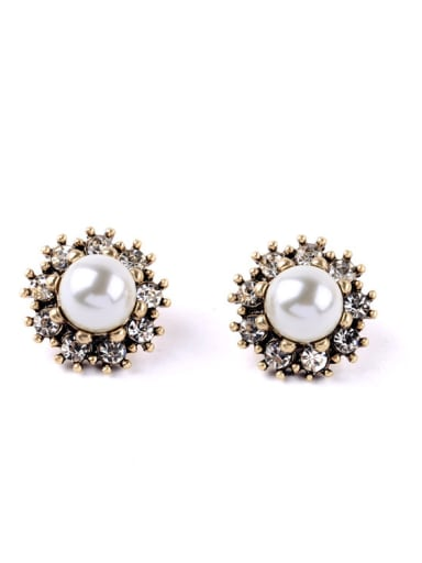 Small Lovely Artificial Pearls stud Earring