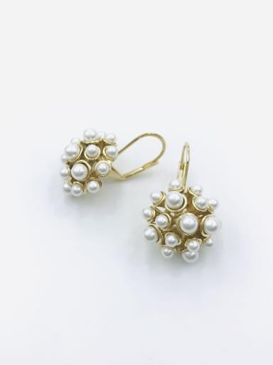 Zinc Alloy Imitation Pearl White Irregular Trend Huggie Earring