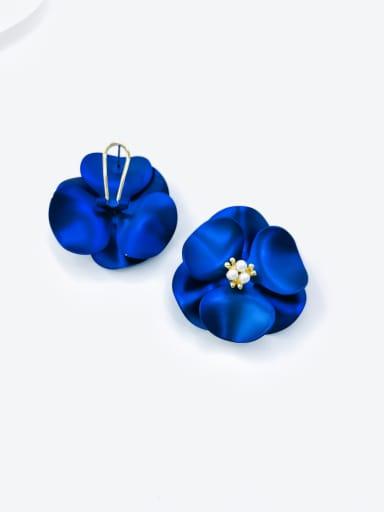 Blue Zinc Alloy Imitation Pearl White Flower Statement Clip Earring