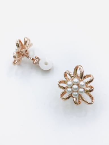 Rose Zinc Alloy Imitation Pearl White Flower Classic Clip Earring