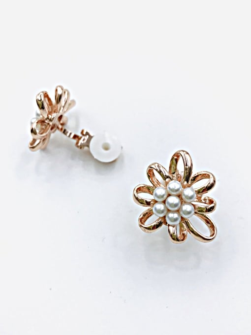 VIENNOIS Zinc Alloy Imitation Pearl White Flower Classic Clip Earring 2