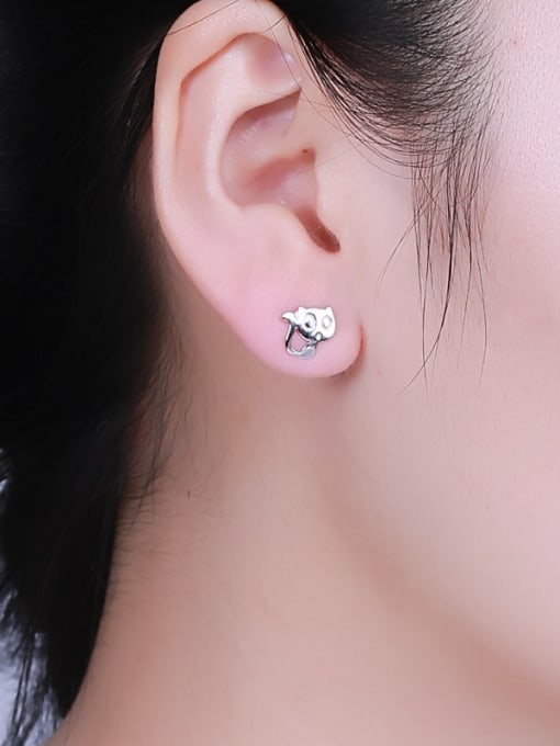 One Silver Exquisite Cat Shaped stud Earring 1