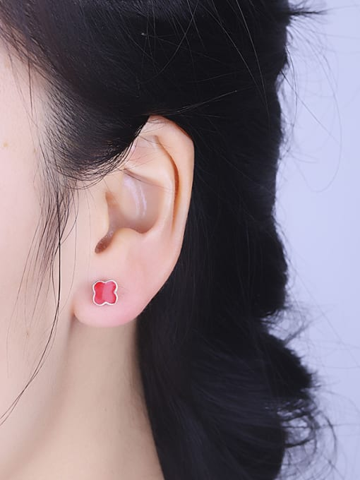 One Silver Red Clover Shaped stud Earring 1
