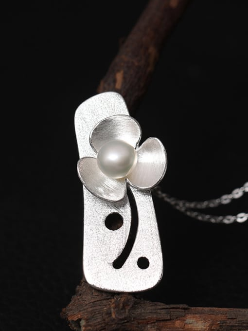 Silvery Personality Flower Freshwater Women Necklace
