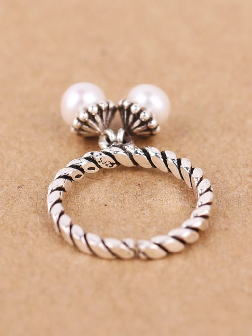 Peng Yuan Freshwater Pearls Twisted Silver Ring 3