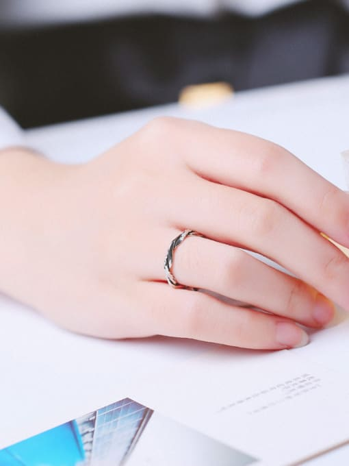 Peng Yuan Simple Twisted Silver Opening Midi Ring 1