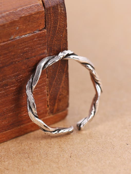 Peng Yuan Simple Twisted Silver Opening Midi Ring 2