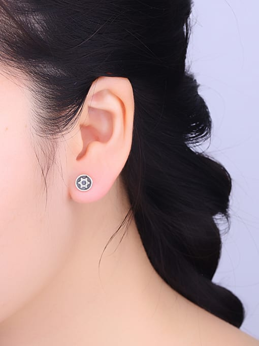 One Silver Retro Style Star Shaped stud Earring 2