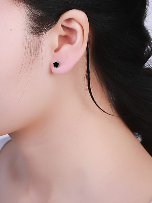 One Silver 2018 Lovely Star Shaped stud Earring 1
