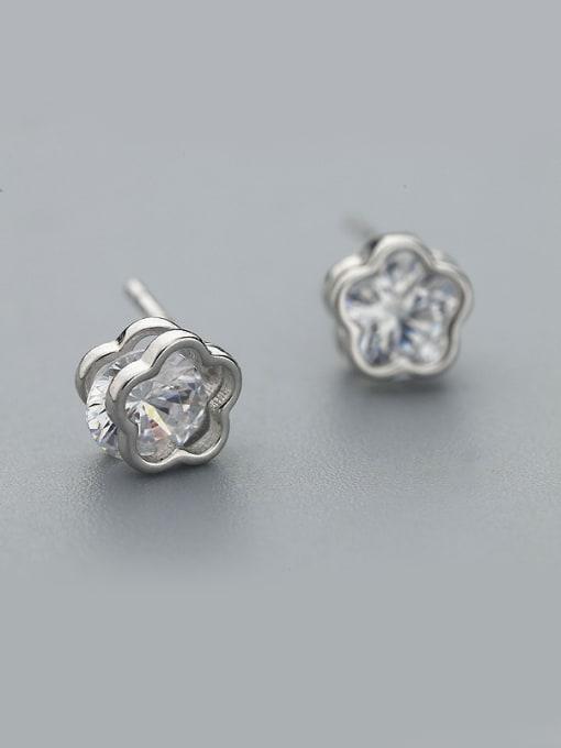 One Silver Women Flower Shaped Zircon stud Earring
