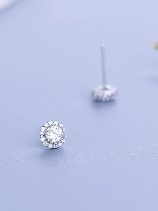 One Silver Temperament Round Shaped Zircon Earrings 2