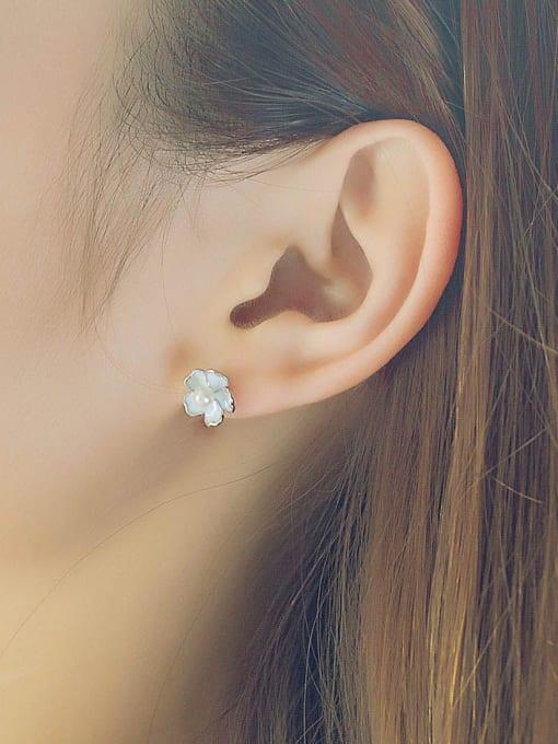 One Silver Temperament Flower Shaped Pearl stud Earring 1