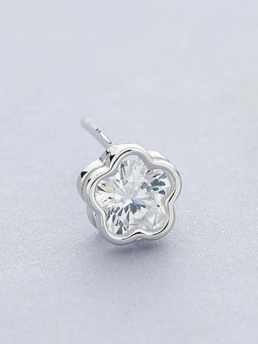 White Women Flower Shaped Zircon stud Earring