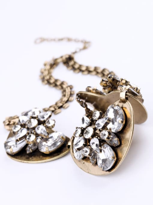 KM Retro Heart-shape Pendant Women Necklace 1