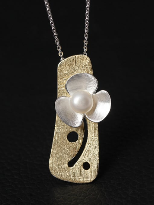 Golden Personality Flower Freshwater Women Necklace