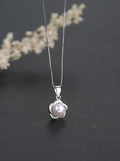 White 925 Silver Flower Pearl Pendant