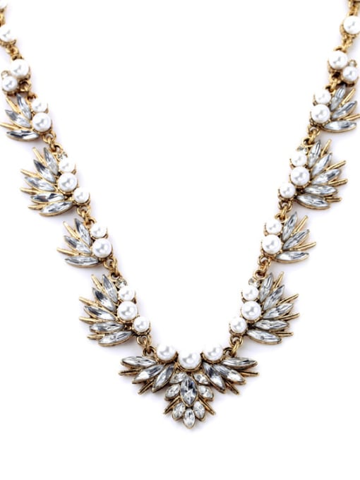 KM Shining Rhinestones Leaves-shape Necklace 2