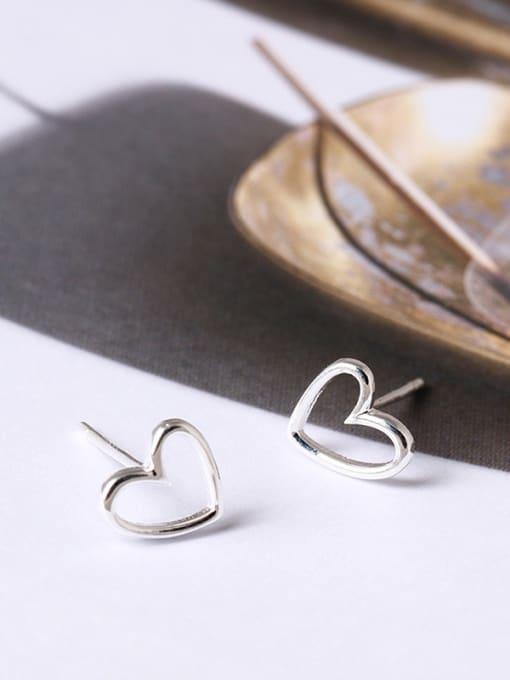 SILVER MI Simple Heart-shaped Hypoallergenic stud Earring 1