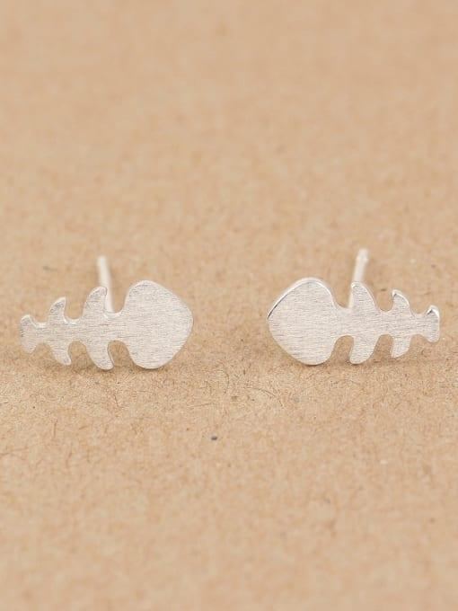 Peng Yuan Tiny Fish Bone stud Earring