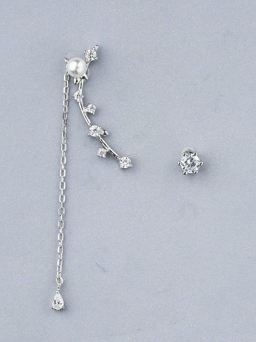One Silver Women Asymmetrical Pearl Zircon threader earring