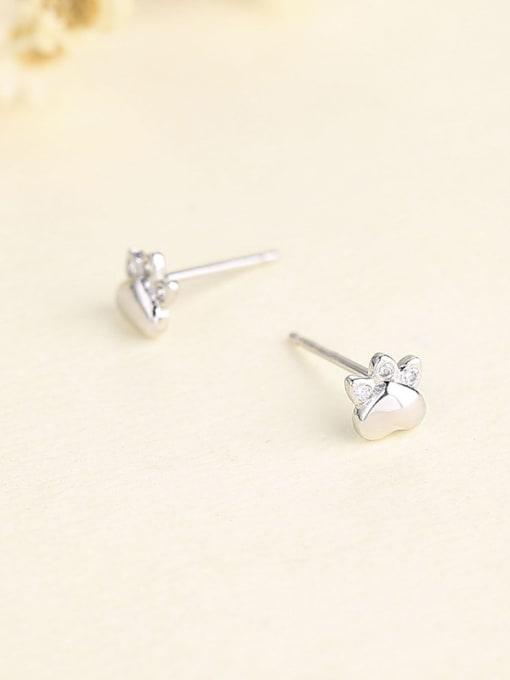 One Silver Cute Claw Shaped stud Earring