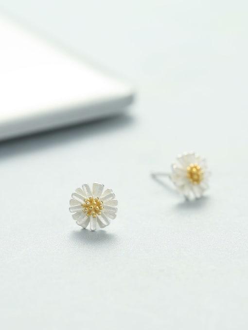 One Silver 925 Silver Flower Shaped stud Earring 2