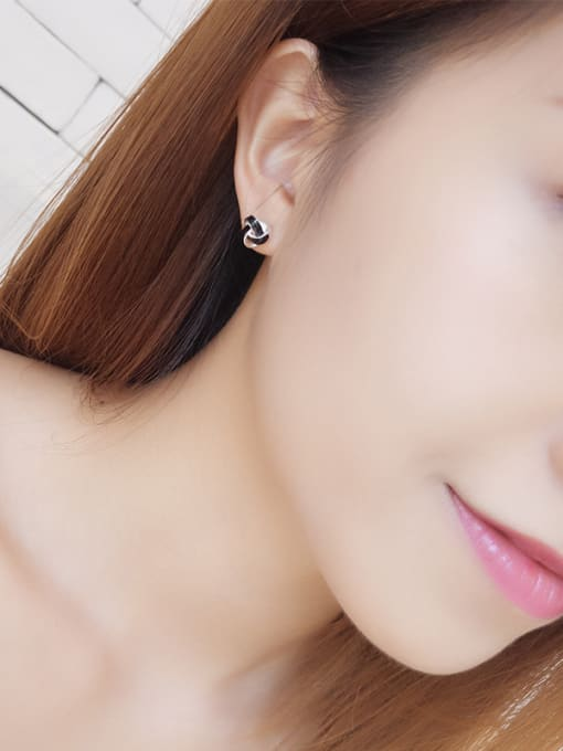 One Silver Women Fashion Triangle Shaped stud Earring 1