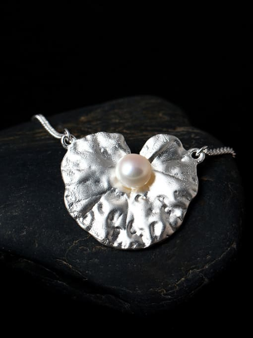 SILVER MI Freshwater Pearl Lotus Leaf-shape Pendant Necklace