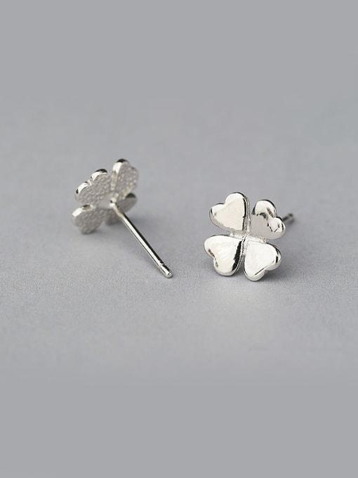 One Silver Women 925 Silver Clover Shaped stud Earring