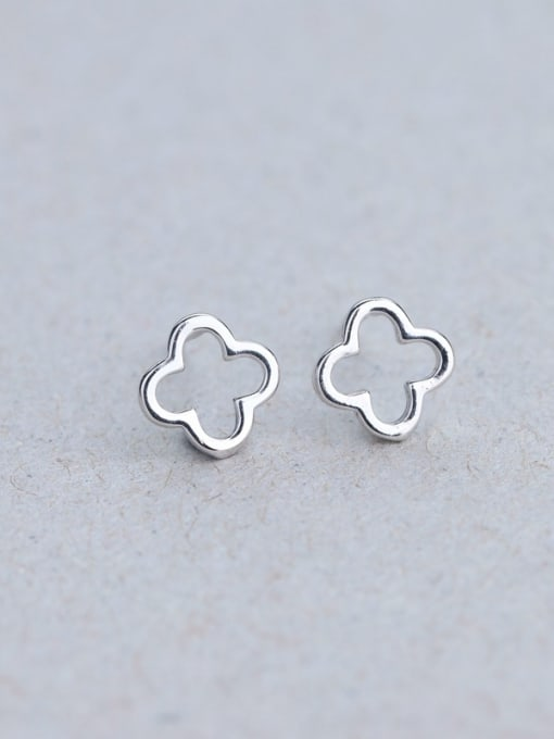 One Silver 925 Silver Clover Shaped stud Earring 2