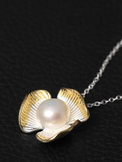 SILVER MI Flower Freshwater Pearl Necklace 1