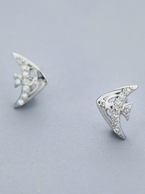 One Silver Lovely Tropical Fish Shaped stud Earring 2