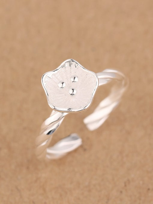 Peng Yuan Simple Flower Twisted Opening Midi Ring 1