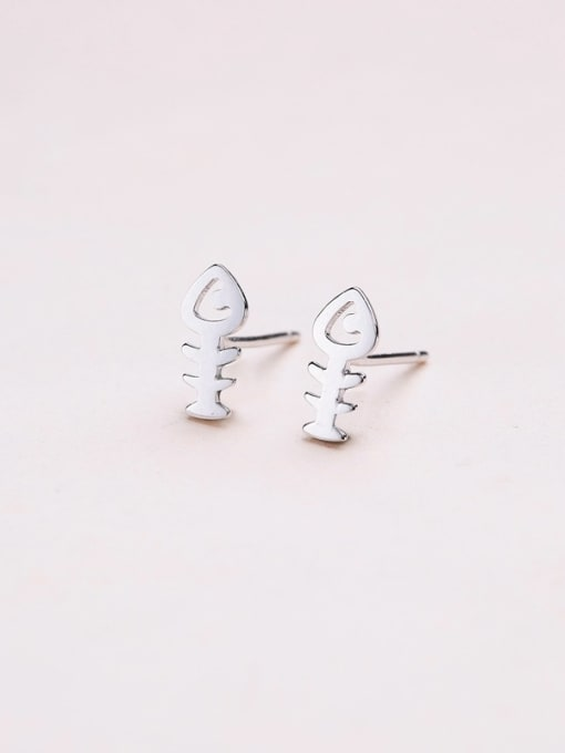 One Silver Exquisite Fishbone Shaped stud Earring 3