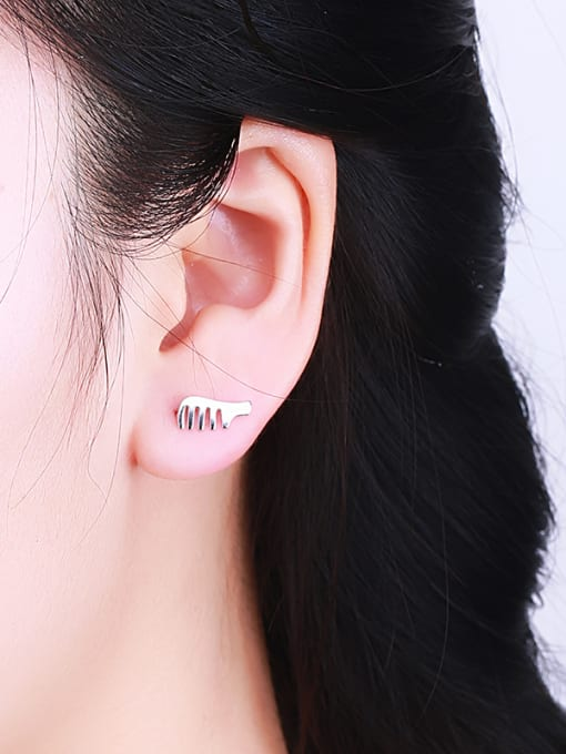 One Silver Simply Style Comb Shaped stud Earring 1