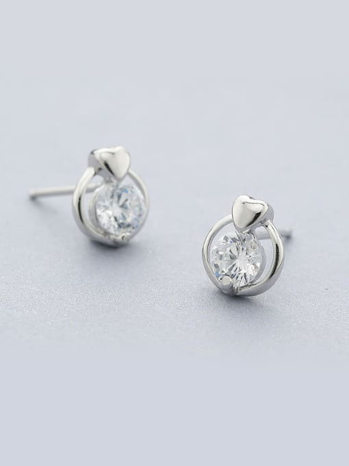 One Silver 925 Silver Round Shaped Zircon stud Earring 1