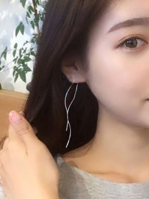 Peng Yuan Fashion Simple Wave Line Earrings 1