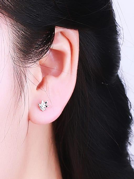 One Silver Women 925 Silver Leaf Shaped stud Earring 1