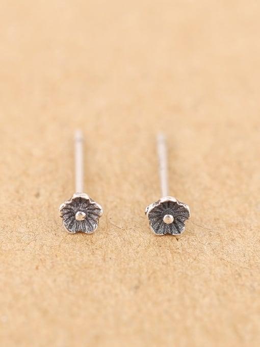 Peng Yuan Simple Tiny Flowery stud Earring