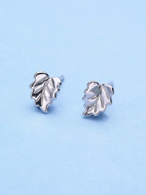 One Silver 925 Silver Leaf Shaped stud Earring