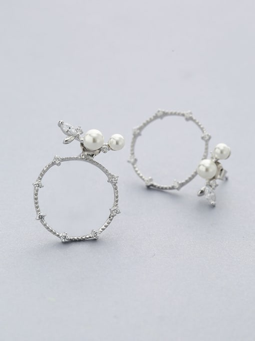 One Silver Round Shaped Pearl stud Earring