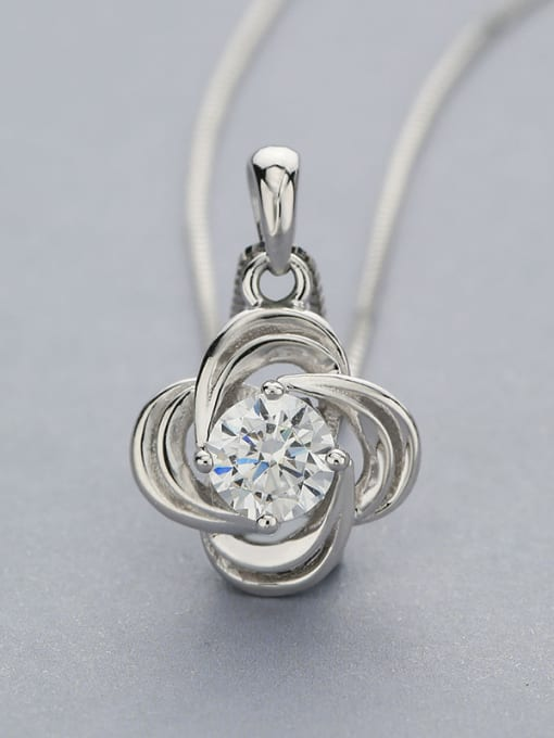 White Simply Flower Shaped Zircon Pendant