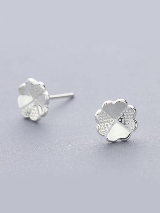 White Elegant Clover Shaped Silver Earrings
