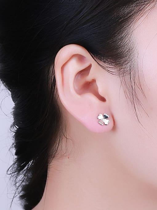 One Silver Women 925 Silver Clover Shaped stud Earring 1
