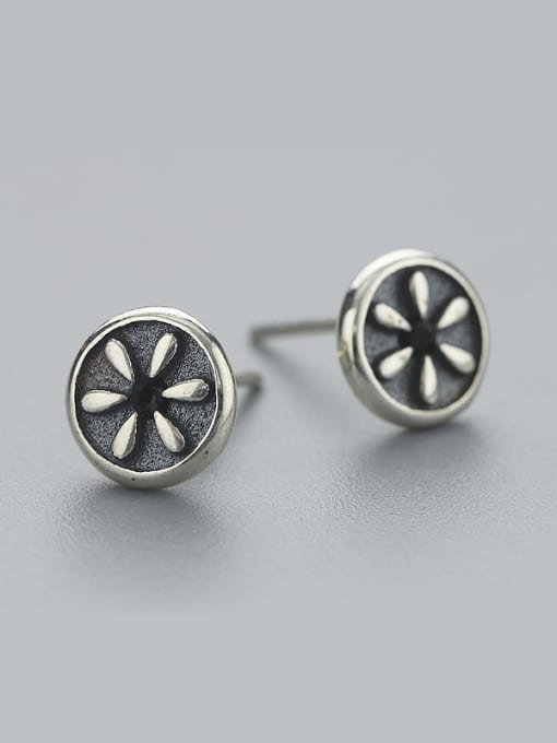 One Silver Vintage Flower Shaped stud Earring