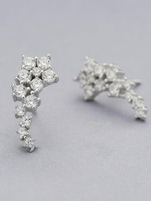 One Silver Shining Zircons Star Shaped stud Earring 1