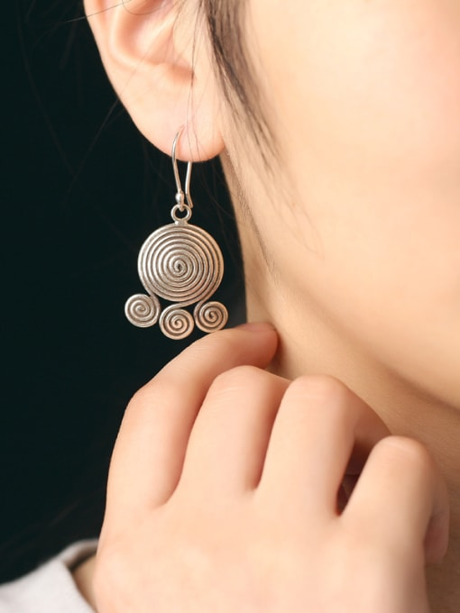 Peng Yuan Personalized Retro style Handmade hook earring 1
